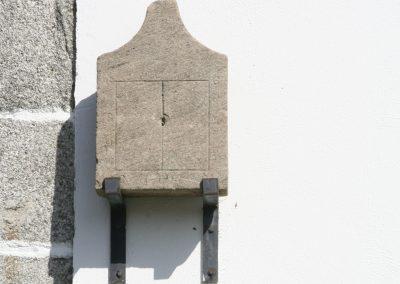 Reloj de sol de la Iglesia Parroquial de Santiago de Boente.